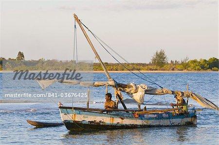 Fishing boat returning from fishing, Antsanitian Beach Resort, Mahajanga, Madagascar, Indian Ocean, Africa