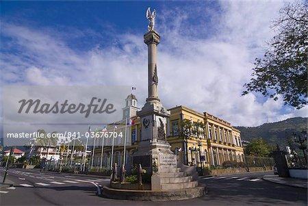 Monument aux Morts devant la mairie de Saint-Denis, La réunion, océan Indien, Afrique