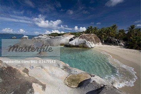 Affleurements de granit érodé dans les bains à Virgin Gorda, îles Vierges britanniques, Antilles, Amérique centrale