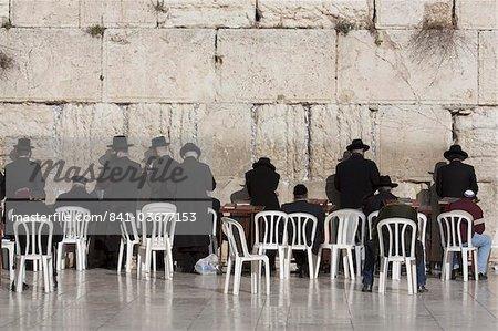 Chassidische Juden betet an der Klagemauer, Jerusalem, Israel, Naher Osten