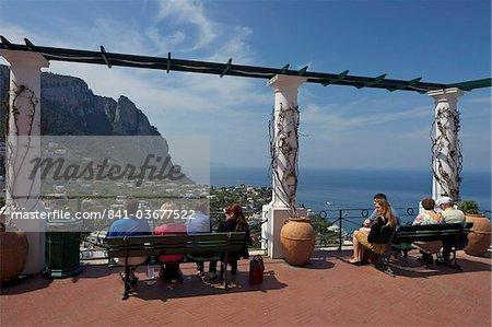 Vues de La Piazzetta, Capri ville, île de Capri, baie de Naples, Campanie, Italie, Europe