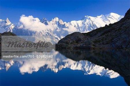 Reflet des Aiguilles de Chamonix au Lac Blanc, Chamonix Mont Blanc, Haute-Savoie, France