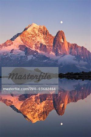 Aiguille Verte et Les Drus reflètent dans le Lac Blanc, Alpes, Chamonix, France