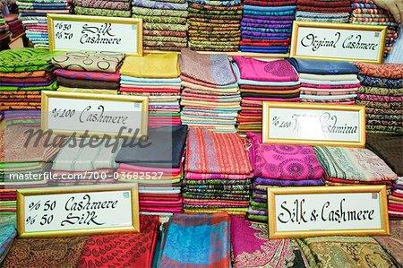 Pashminas au Grand Bazar, Istanbul, Turquie