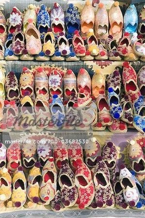 Chaussures traditionnelles au Grand Bazar, Istanbul, Turquie