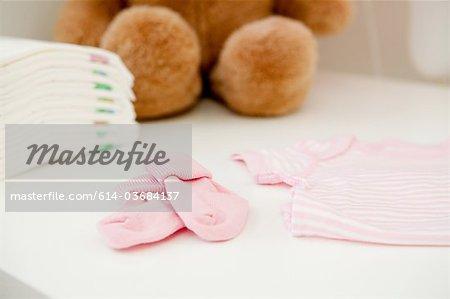 Ours et vêtements pour bébés