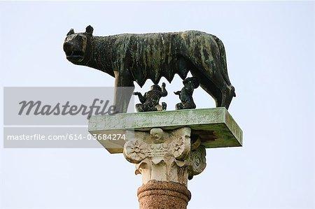 Statue de Romulus et Remus et le loup, Pisa, Italie