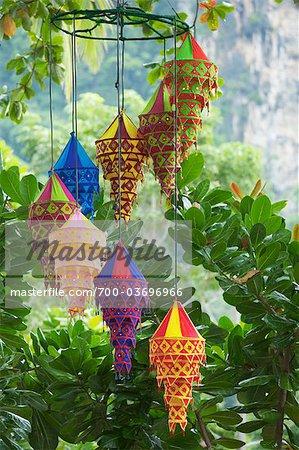 Lanternes thaïlandaises à Ao Nong Beach, Krabi, Thaïlande