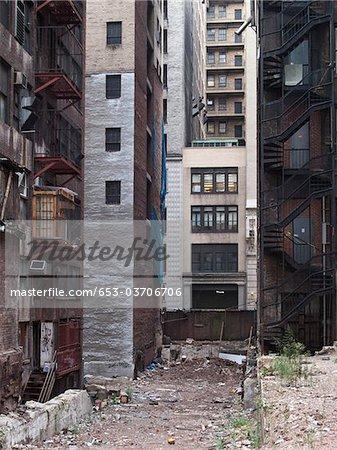 La litière dans une ruelle de la ville