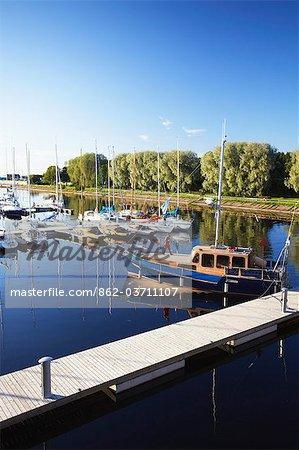 Estonie, Tallinn, Yachts dans le port de Pirita