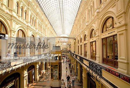 Russie, Moscou ; L'intérieur est une des plus célèbres centres commerciaux de la ville, la gomme, qui entoure la place rouge.