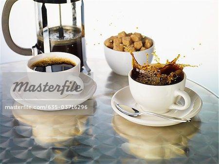 Éclaboussures de tasse à café de café