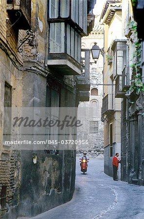 Castilla-la Mancha, Toledo, ruelle dans la vieille ville.
