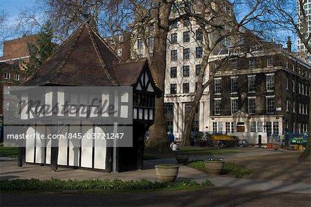 Pseudo-Tudor, à colombages, gardner de refuge et espace, Soho Square, central London W1, Angleterre vert