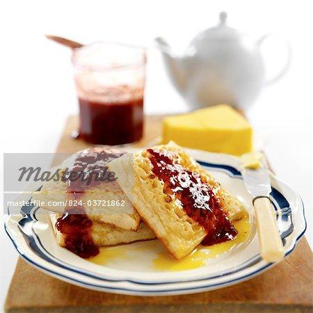 Fladenbrot mit Marmelade