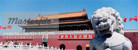 Lion en pierre Statue et le Portrait de Mao sur Tiamanmen