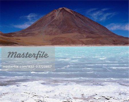 Laguna Verde, Licancabur Volcano