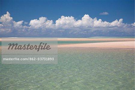 Mozambique,  Bazaruto Archipelago. Crystal waters and shallow sandbars off Benguerra Island.