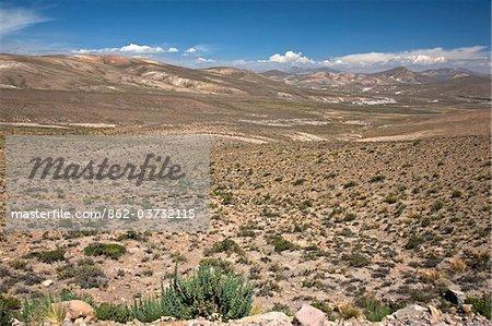 Au Pérou, l'altiplano sombre des hautes Andes entre Arequipa et le Canyon de Colca.