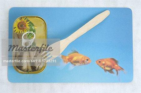 Peut avec sardines et une fourchette en bois
