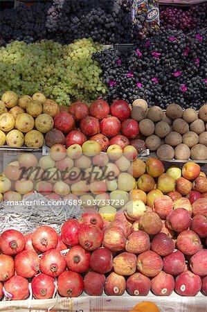 Étal de fruits sur le marché