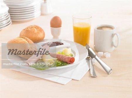Gedeckten Frühstückstisch