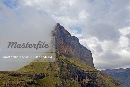 Cathédrale de pic dans les nuages, Drakensberg, Province du KwaZulu Natal, Afrique du Sud