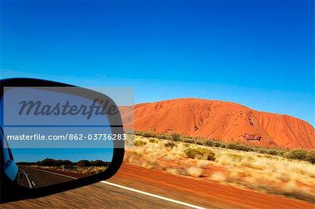 Australia, Northern Territory, Uluru-Kata Tjuta National Park. View out the car window driving toward Uluru (Ayers Rock). (PR)