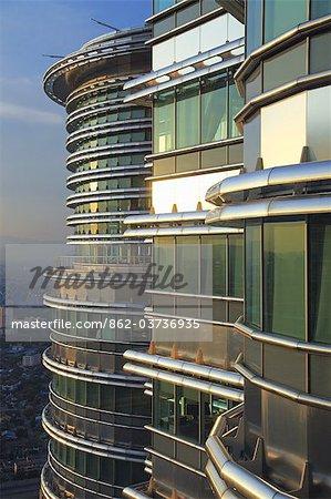 Malaisie, Kuala Lumpur, Kampong Dollah, les bureaux des tours Petronas depuis le skybridge, conçu Cesar Pelli.