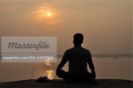 Rituel de Sunrise, Gange, Varanasi, District de Varanasi, Uttar Pradesh, Inde
