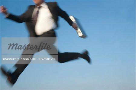Homme d'affaires sautant, Mannheim, Bade-Wurtemberg, Allemagne