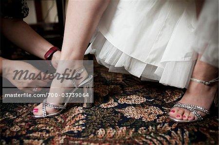 Aider la mariée boucle chaussures