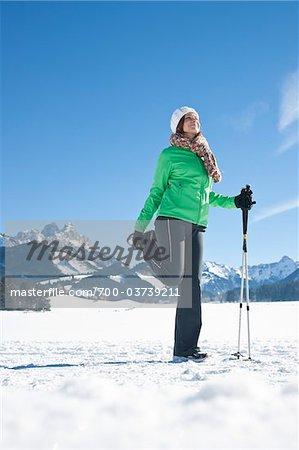 Frau Dehnung im freien im Winter