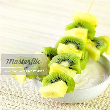Ananas und Kiwi-Kebabs