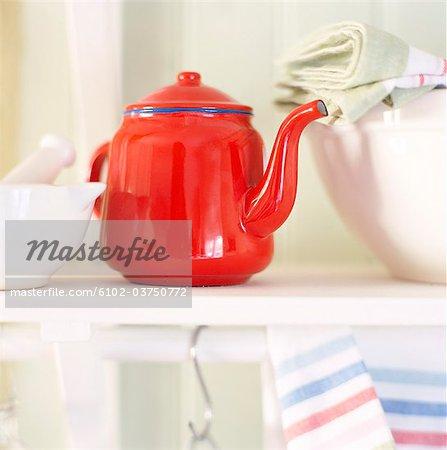 Ein roter Tee Topf.