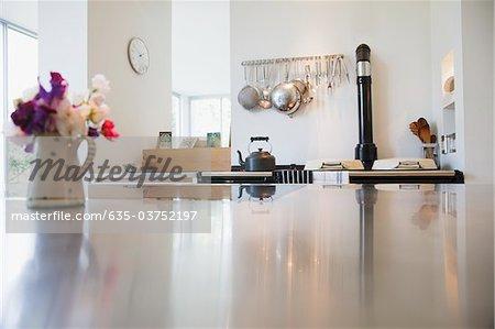Cuisine et comptoir dans une maison moderne