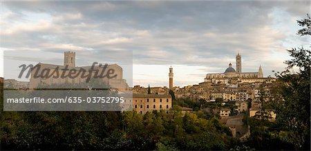 Ville de colline, Sienne, Toscane, Italie