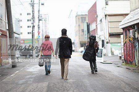 Jeunes, une rue piétonne