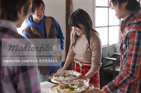 Jugendlichen Vorbereitung Mittagessen