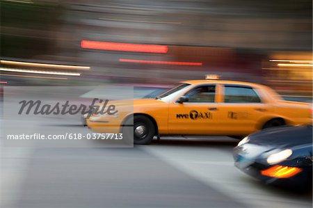 Un taxi de New York City en mouvement