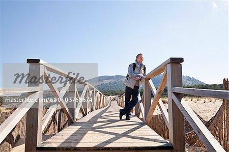 Homme sur le trottoir, Cala Ratjada, Majorque, îles Baléares, Espagne
