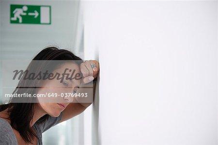 Femme renvoyée de son travail