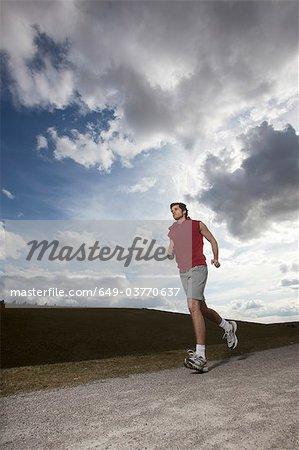 Jeune homme jogging