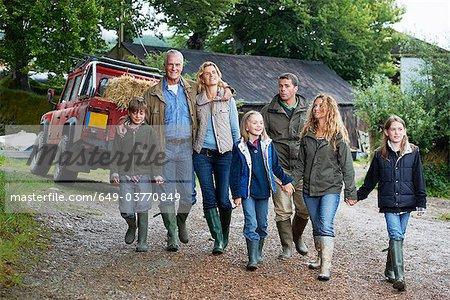 Famille marche sur batterie