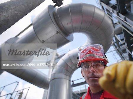 Travailleur à l'usine de stockage souterrain de gaz