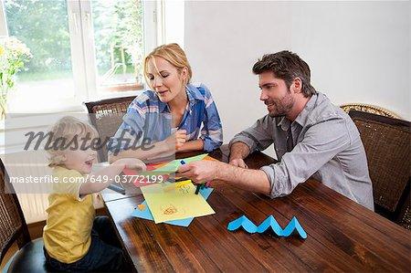 Famille artisanal sur table