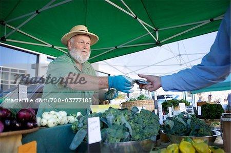 Vendeur au marché fermier