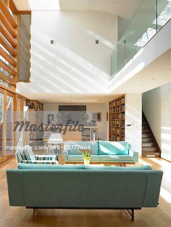 Modern double height living room . Architects: STUDIO BEDNARSKI LTD