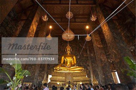 Phra Sri Sakyamuni Bouddha au Temple de Wat Suthat, Bangkok, Thaïlande