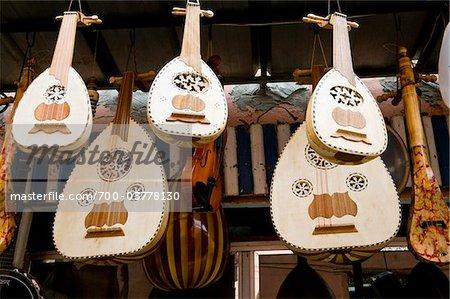 Instruments de musique à vendre, Souk, Medina, Marrakech, Maroc